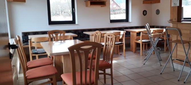 Neue Stühle für das Tennisheim